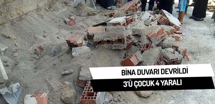 Bina duvarı devrildi,3'ü çocuk 4 yaralı