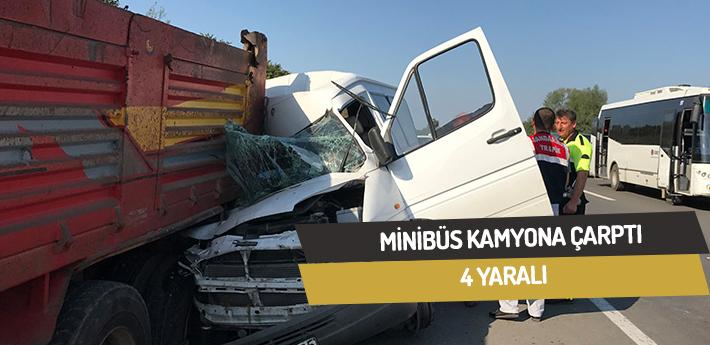 Minibüs kamyona çarptı,4 yaralı